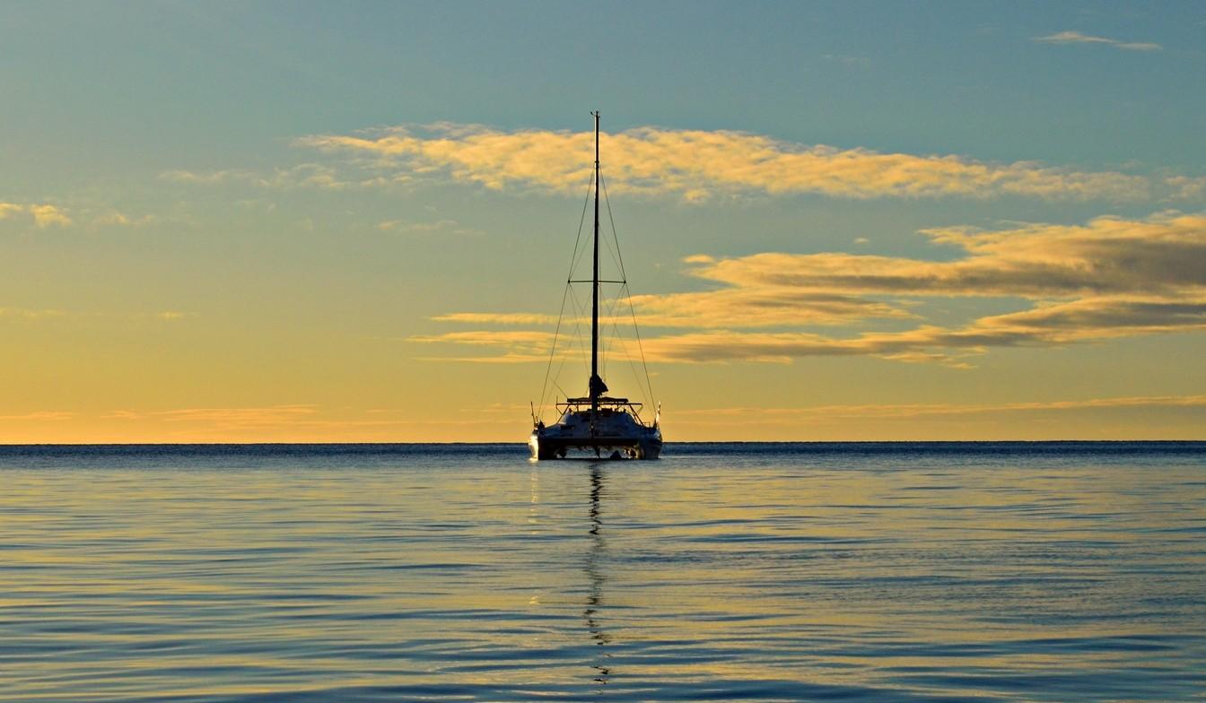 """Ako """"stopnúť"""" loď a cestovať po exotických ostrovoch za pár drobných"""